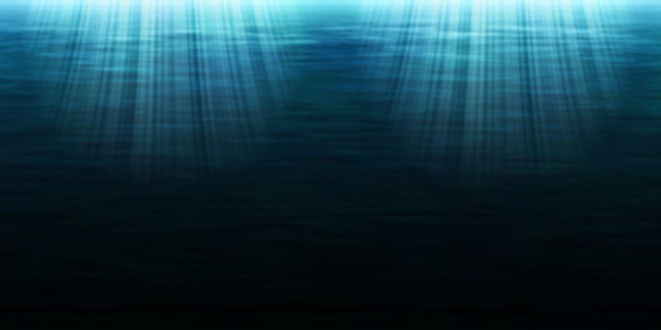 深い海に光が差している