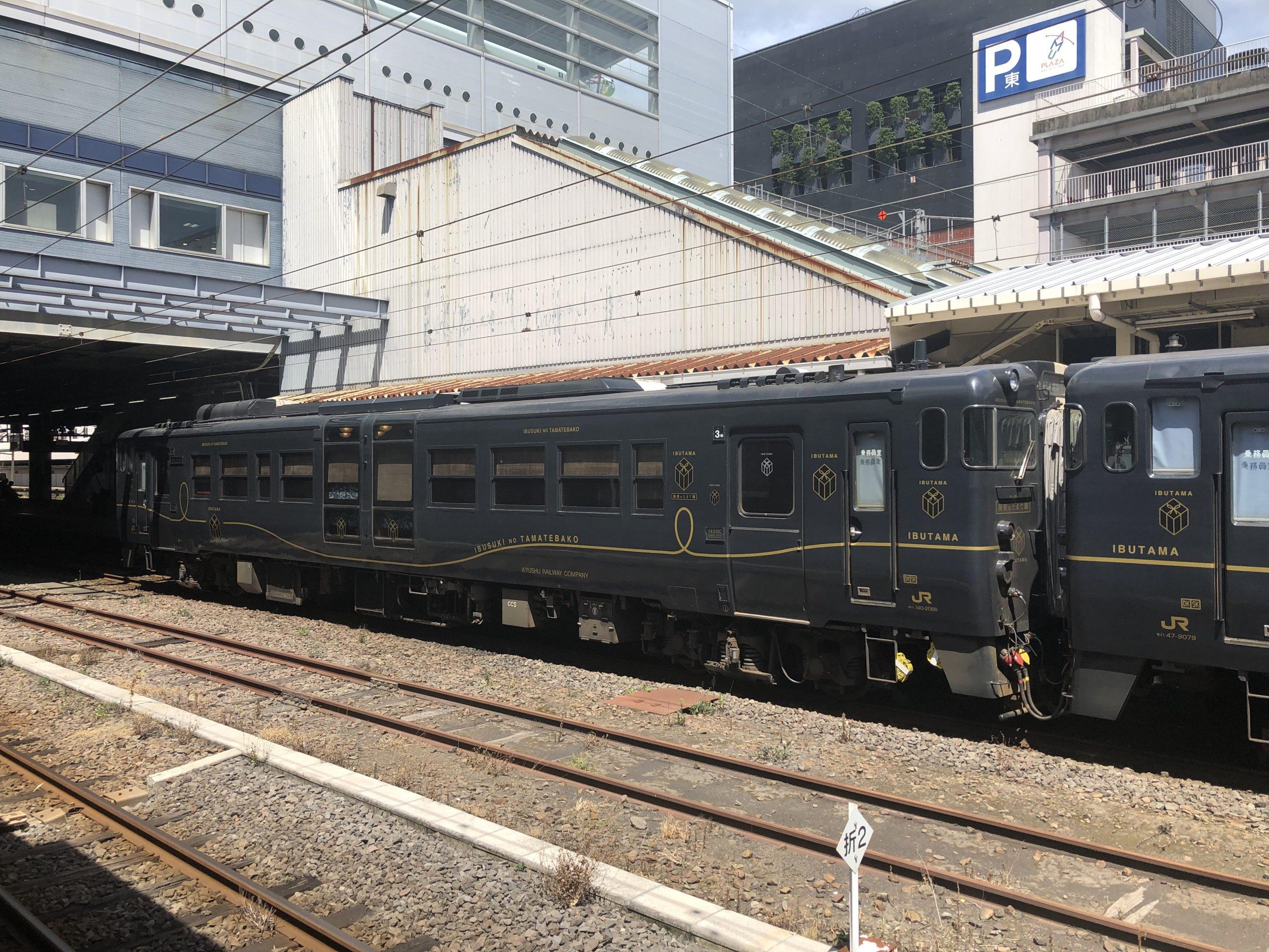 黒色の電車