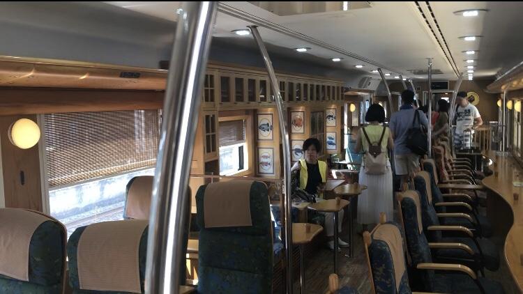 電車の内装
