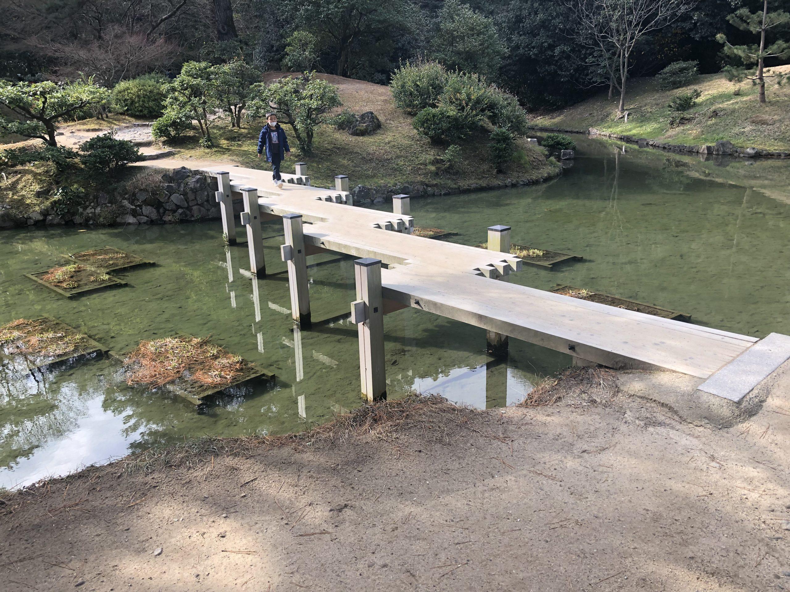 ぎざぎざの橋