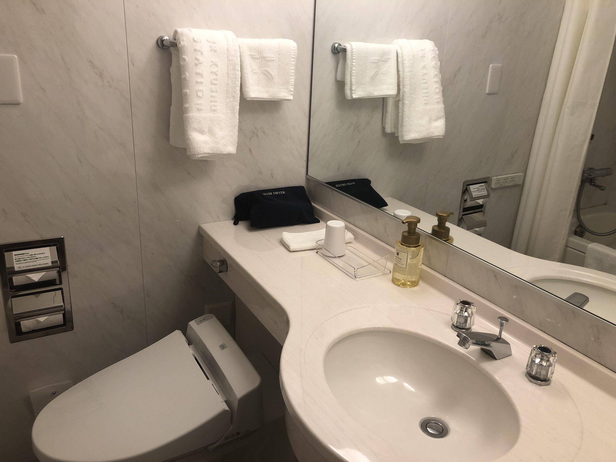 洗面台とウォシュレットトイレ