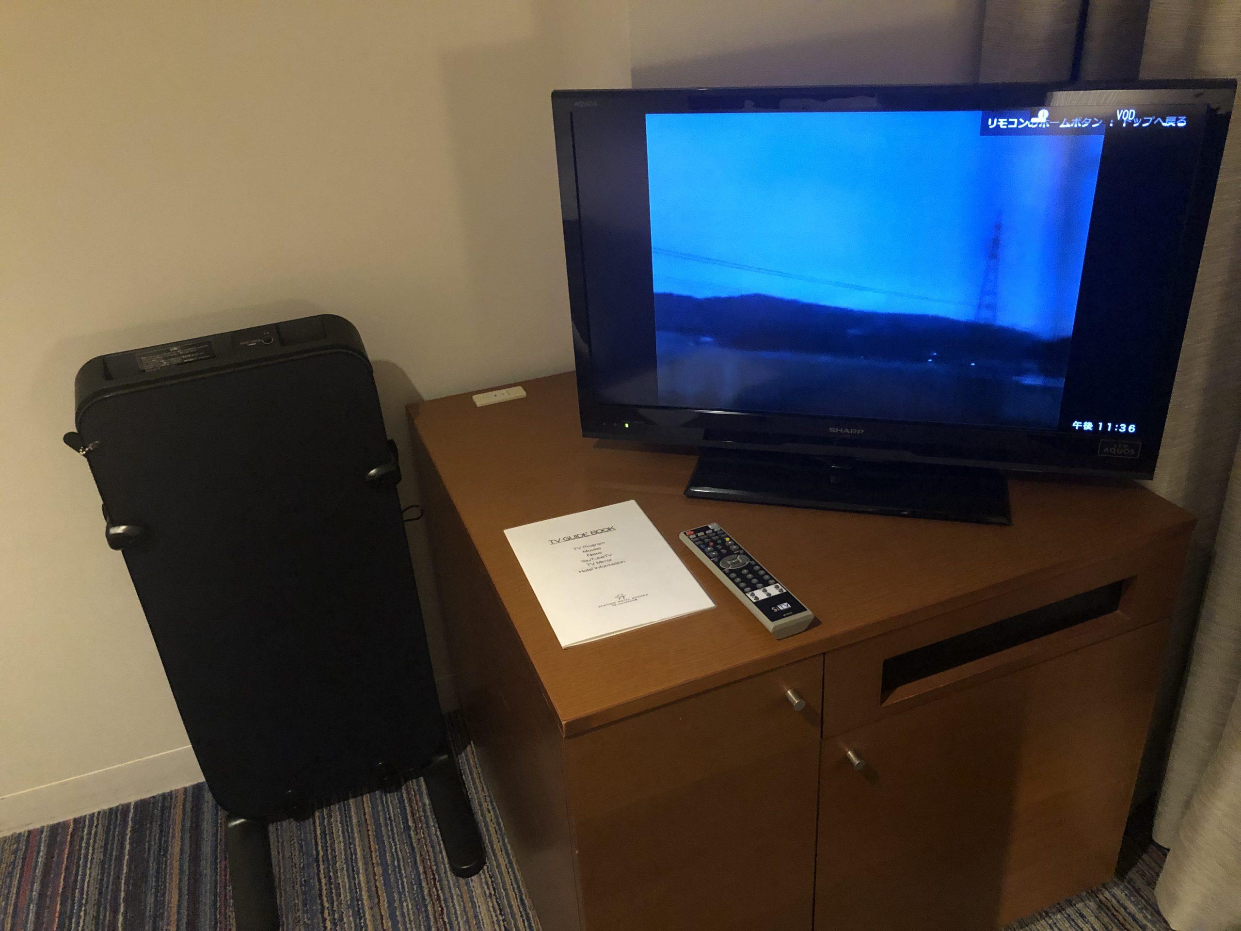 テレビとズボンプレッサー