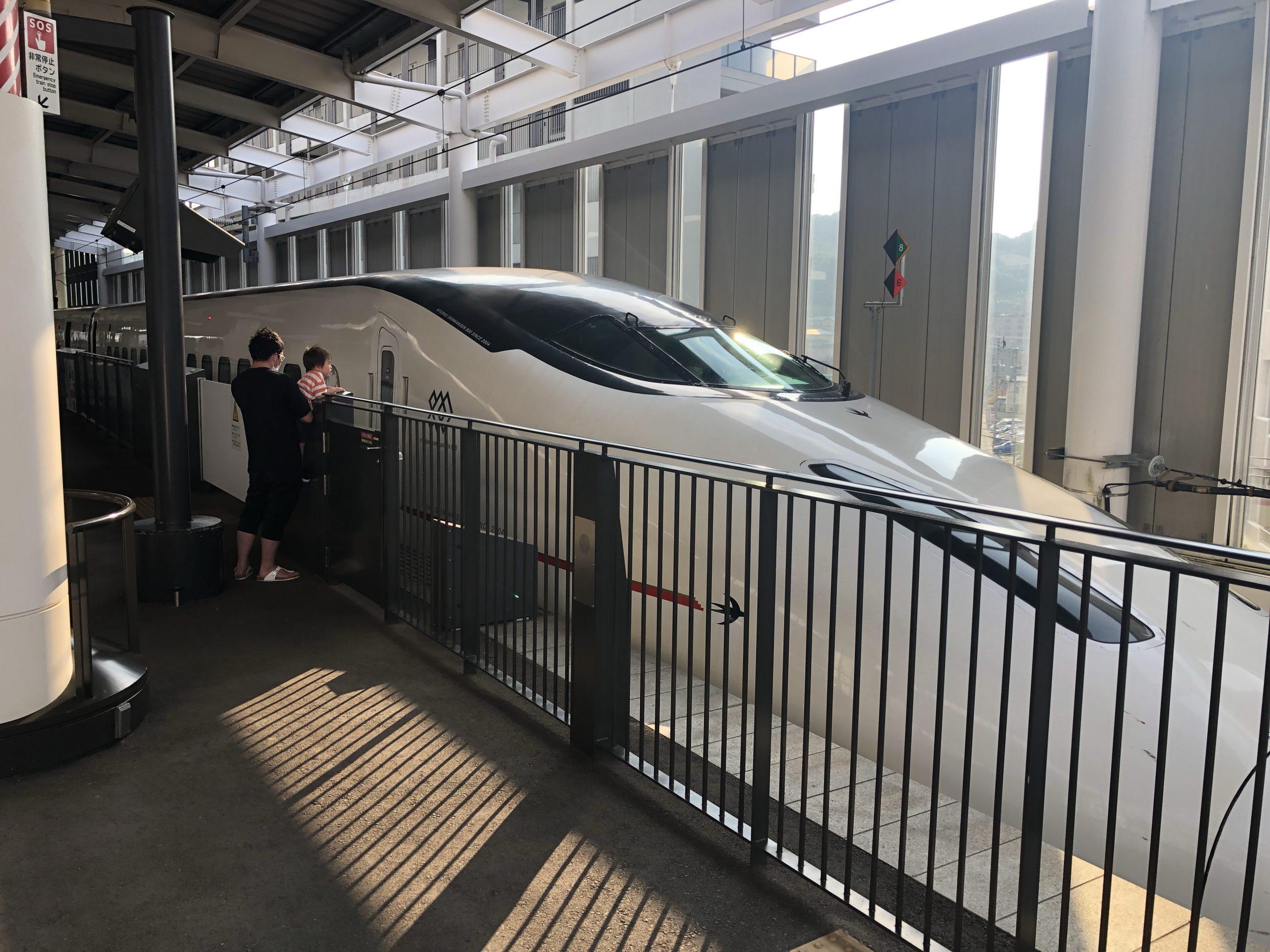 九州新幹線800系の外観
