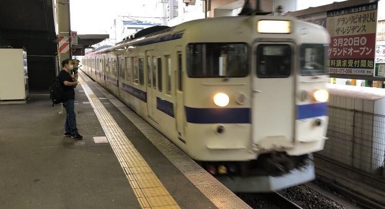 西小倉駅に入線する電車